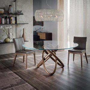 skleněný jídelní stůl