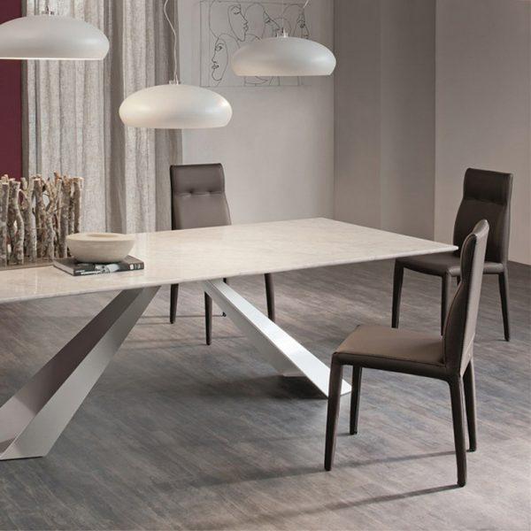 Jídelní stůl Eliot
