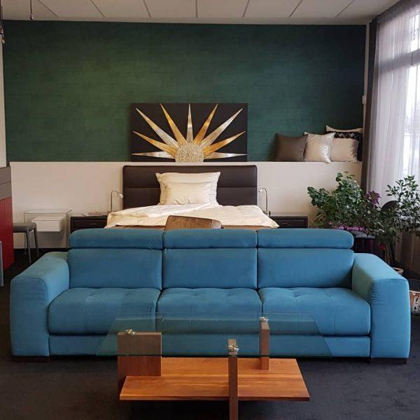 modré sofa